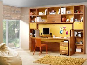 Dormitorios con cama y mesa de estudio modulable, mesilla y muchas estanterias.