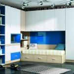 Dormitorios Modulares en blanco y azul con cama